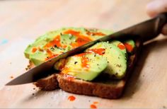 7 healthy snacks with avocado....mmmm :)