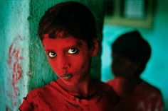 Another Steve McCurry classic. Don't be surprised if this board is pinned mainly with Steve's portraits!