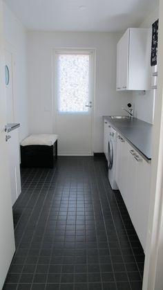 Ulko-ovi kodinhoitotilasta helpottaa esim. pyykkien viemistä ulos kuivumaan.