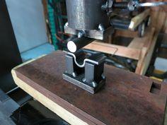 Совмещаем с гидравлическим домкратом и получаем прекрасную давилку для охвата подшипников. http://www.norlift.com/blog/heavy-duty-work-bench-with-retractable-wheels/