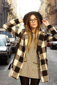 looksly - @fashioncoolture em Milão com vestido estampado Inverno 2016
