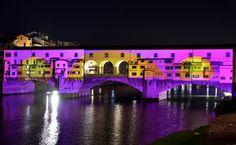 """Il festival delle luci di Firenze trasforma Ponte Vecchio con una """"magia"""" coloratissima sotto il segno dell'arte. Con F-light edizione 2016 sul"""