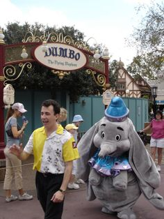 DisneyShawn: September Dumbo is a character not often seen at Disneyland Retro Disney, Disney Love, Disney Magic, Disney Theme, Disney Stuff, Disney Parks, Walt Disney, Disney Visa, Disney Characters Costumes