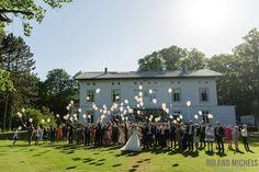 Rising balloons #weddingparty #photoshoot #fun #entertainment