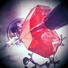 Diesel Loverdose Red Kiss (2015): The Oldest Selling Point in the World {Perfume Review & Musings}  http://www.mimifroufrou.com/scentedsalamander/2015/04/diesel_loverdose_Red_kiss_review.html