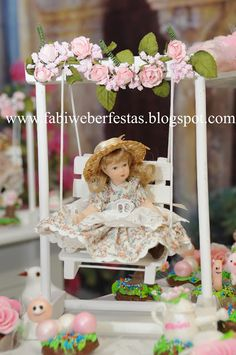 FABI WEBER FESTAS: Festa JARDIM PROVENÇAL Easy Crafts To Make, Diy And Crafts, Creative Wedding Gifts, Baby Bouquet, Baby Favors, Doll Party, Chocolate Decorations, Diy Doll, Baby Dolls