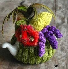 the Carmen Miranda of tea cosies (from Loani Prior, Wild Tea Cosies) Tea Cosy Pattern, Knitted Tea Cosies, Japanese Patchwork, Form Crochet, Crochet Geek, Tea Cozy, Crochet Designs, Crochet Projects, Crochet Ideas