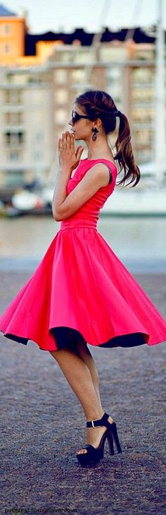 Just a pretty style | Latest fashion trends: Street styles a pop of color