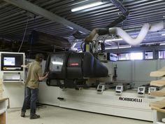 De CNC machine in de meubelmakerij van Kees Verhouden Meubelen
