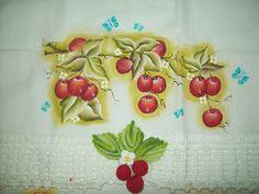 Pintura em tecido e crochê.