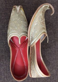 Gorgeous heel jutti for the modern women of today Have you been seeking information about indian women shoes Want to know more about : Indian Shoes, Gorgeous Heels, Luxury Shoes, Cowboy Boots, Footwear, Modern Women, My Style, Pakistani, Tourism