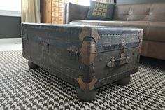 Vintage Trunk Turned Coffee Table Vintage Trunk Made Into a Coffee Table – Mobilier de Salon Old Trunks, Vintage Trunks, Trunks And Chests, Vintage Suitcases, Diy Coffee Table, Decorating Coffee Tables, Coffee Ideas, Rustic Trunk Coffee Table, Coffe Bar
