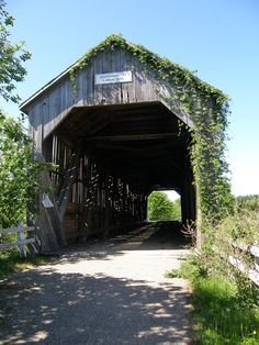 Canada - Salmon River Covered Bridge, Sussex, New Brunswick Went here on a motorcycle ride with my Uncle Wayne Peyton! New Brunswick Canada, Old Bridges, Prince Edward Island, Old Barns, Covered Bridges, Canada Travel, Places To Go, Beautiful Places, Around The Worlds