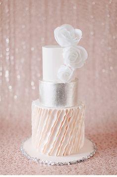 Elegant Weddinginspiration at Steigenberger Grandhotel Petersberg by Doreen Winking; photo: Kibogo Photography