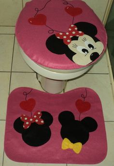 Bathroom Crafts, Bathroom Sets, Tapetes Diy, Disney Bathroom, Apple Kitchen Decor, Felt Crafts Diy, Mickey Christmas, Crochet Decoration, Beautiful Bathrooms