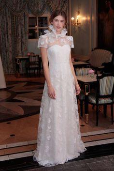 Delphine Manivet mise sur la superposition pour cette nouvelle collection mariage.