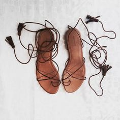 Tan flat sandals - lace up gladiator style