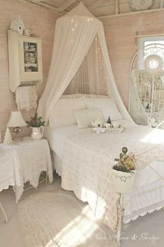 50+ Top Ideas To Make Your Bedroom Extra Cozy And Romantic http://zoladecor.com/top-ideas-to-make-your-bedroom-extra-cozy-and-romantic
