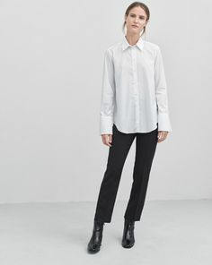A tailored shirt in an elegant super fine cotton poplin. Extra sharp collar and long sleeve cuffs.  <br> <br> - Tailored fit <br> - Longer cuffs <br> - Sharp collar <br><br>  The model is 177cm and wears size S.