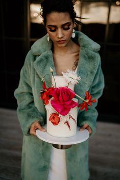 Buttercream wedding cake for a modern cool bride at Botley Hill Barn, Surrey Bridal Shoot, Wedding Photoshoot, Bridal Looks, Bridal Style, Wedding Colors, Wedding Styles, Wedding Flowers, Wedding Show, Boho Wedding