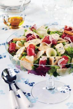 Sinihomejuusto-kinkkusalaatti | K-ruoka Finnish Recipes, Leafy Salad, Hot Sausage, Good Food, Yummy Food, Appetizer Salads, Cooking Recipes, Healthy Recipes, Food Pictures