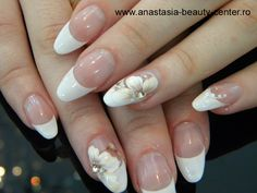 Sursa imagine: http://www.anastasia-beauty-center.ro - pentru mai multe modele de unghii false, accesati site-ul.  Bye