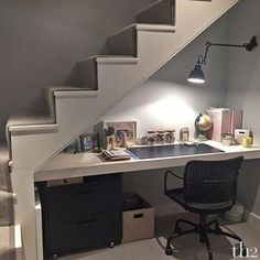 18 Useful Designs for Your Free Under Stair Storage Take advantage of unused space under the basement stairs with these inexpensive (and DIY! Desk Under Stairs, Basement Stairs, Basement Bedrooms, House Stairs, Basement Ideas, Basement Office, Basement Bathroom, Loft Stairs, Walkout Basement