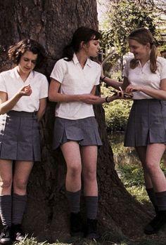 Quan d les Jeanne sont en uniforme ! School Uniform Girls, Girls Uniforms, School Outfits, School Uniform Fashion, School Girl Outfit, Private School Uniforms, Private School Girl, Boarding School Aesthetic, The Wombats