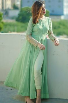 Stylish Dresses For Girls, Stylish Dress Designs, Simple Kurti Designs, Kurta Designs Women, Dress Neck Designs, Stylish Kurtis Design, Sharara Designs, Nice Dresses, Girls Dresses
