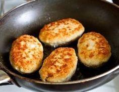 Фото к рецепту: Куриные котлеты с грибами и сыром
