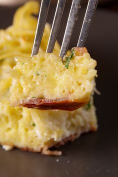 This is the most genius way to use up leftover spaghetti or other pasta. Spaghetti Frittata Pie