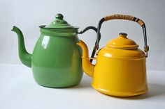 two vintage enamelware tea kettle in yellow and light green Tea Kettles, Tea Strainer, Vintage Enamelware, Vintage Teapots, Vintage Tea Kettle, Teapots And Cups, Tea Service, Traditional Looks, Chocolate Pots