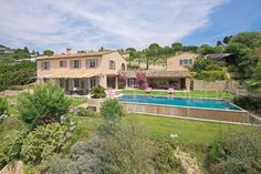 Magnificent Bastide for sale in Saint-Paul de Vence located in an exclusive neighborhood of the area. A large plot, spacious living areas and a breathtaking view from the waters of the infinity pool.  #Sale #SaintPaulDeVence #Bastide