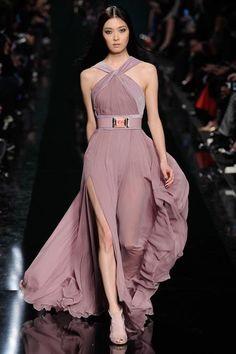 Elie Saab Fall 2014 RTW Elie Saab Couture, Haute Couture Dresses, Runway Fashion, Vogue Fashion, Fashion Show, Paris Fashion, Style Fashion, High Fashion, Autumn Fashion