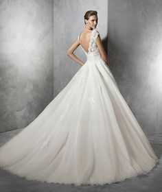 TAMIRA- Princess dress in tulle with sweetheart neckline. Strapless bodice with sheer overlay and sweetheart neckline and nude underlay. V-back detail. Full tulle skirt gathered at the waist.