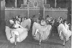 Moulin Rouge 1920 *I can't authenticate this, but there were definitely more risque pics from the Paris 1920s, Old Paris, Vintage Paris, Look Vintage, Cabaret, Belle Epoque, Vintage Pictures, Old Pictures, Old Photos