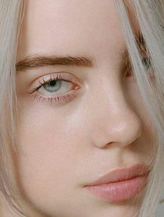 Glow with no makeup :) billie eilish ocean eyes, couture trends, bare beauty Billie Eilish Ocean Eyes, Pretty People, Beautiful People, Videos Instagram, Yennefer Of Vengerberg, Bare Beauty, Natural Beauty, Couture Trends, Foto Art