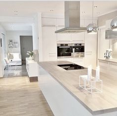 38 The Best Modern Scandinavian Kitchen Inspirations - Popy Home Kitchen Cabinet Design, Cool Kitchens, Luxury Kitchens, Kitchen Remodel, Nordic Kitchen, Home Kitchens, Modern Kitchen Design, Kitchen Renovation, White Kitchen Design