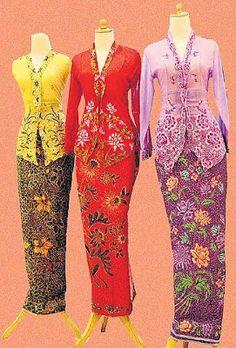 How i love the color. Kebaya Lace, Kebaya Hijab, Kebaya Brokat, Kebaya Dress, Batik Kebaya, Kebaya Muslim, Batik Dress, Kimono, Indonesian Kebaya