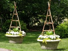 trellis for peas in a container - Yahoo Image Search Results Pea Trellis, Garden Trellis, Side Yard Landscaping, Raised Garden Beds, Raised Bed, Garden Oasis, Garden Inspiration, Garden Ideas, Small Space Gardening