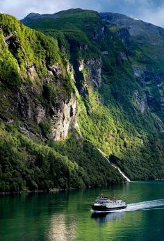 Storfjorden   Norway (by Michel Pampaloni)