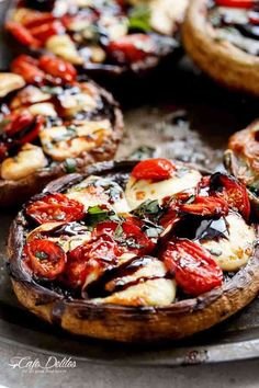 Caprese Stuffed Garlic Butter Portobellos Garlic butter smothered Portobello Mushrooms stuffed and grilled with fresh mozzarella cheese, grape tomato slices, and drizzled with a rich balsamic glaze! Vegetable Dishes, Vegetable Recipes, Vegetable Drinks, Vegetarian Entrees, Cooking Recipes, Healthy Recipes, Drink Recipes, Mets, Appetizer Recipes