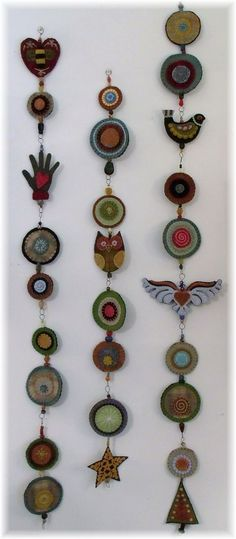 A kind of woolie totem pole!!  Could put some of my antique buttons in the centers of the circles...: