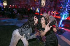 via @bizbash have live zombies available for selfies and photo ops at your next halloween party.  More great entertaining ideas every Monday on www.themodernjewishwedding.com