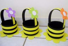 Ideias de Artesanatos Feitos com Garrafa Pet Foam Crafts, Preschool Crafts, Diy And Crafts, Crafts For Kids, Basket Crafts, Paper Roll Crafts, Paper Basket, Bee Theme, School Decorations