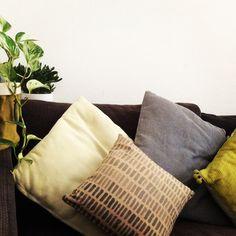 Cuscino dipinto a mano: Martina Coller. www.wazars.com Mini, Throw Pillows, Home, Toss Pillows, Cushions, Ad Home, Decorative Pillows, Homes, Decor Pillows