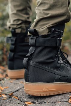 Kith partners with Nike to shoot an editorial to launch the all-new SF AF-1 collection. The Air Force 1's classic design has been the foundation for a myriad of reinterpretations. Today, Nike releases one of the most functional utilitarian renditions yet with the SF-AF1. The Special FieldAir Force 1 features rugged military-inspired elements such as ballistic nylon, a waterproof finish, multi-purpose interwoven straps, and hidden pockets. This all-new model arrives in both men's and…