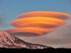 Nuages lenticulaires près du Mt Adams auxUSA