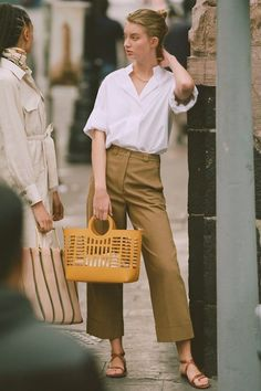A Weekend Outfit That's Equally Stylish and Comfortable (Le Fashion), Summer Outfits, A Weekend Outfit That& Equally Stylish and Comfortable Summer Weekend Outfit, Weekend Dresses, Summer Outfits, Pantalon Slouchy, Jean Large, Fashion Pants, Fashion Outfits, Traje Casual, Song Of Style