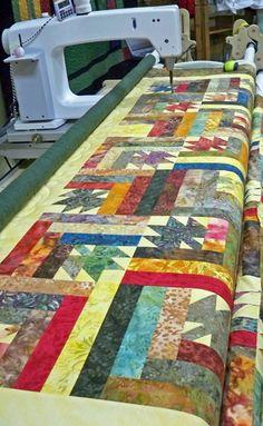 5 Cozy Quilt Patterns for Autumn - Quilting Digest | Thanksgiving ... : maple leaf log cabin quilt pattern - Adamdwight.com